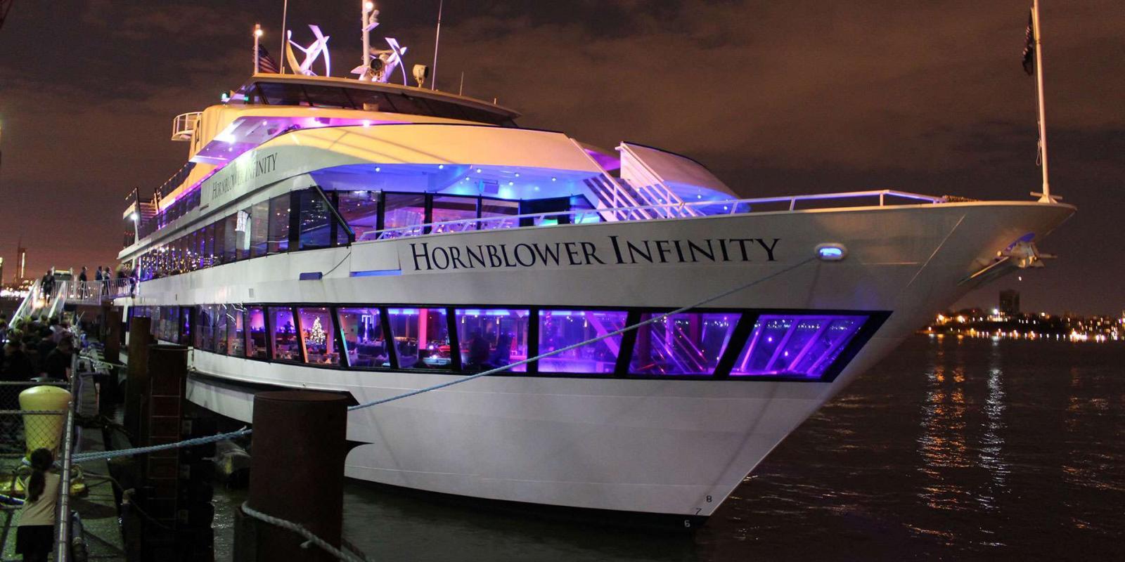 Enviar para seu plano de viagem no MyNY Página Inicial › Barcos ›  Hornblower New York – Cruzeiro de Natal em Nova York a3c1fed66fe